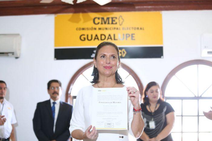 Recibe Cristina Díaz constancia como Alcaldesa Electa de Guadalupe