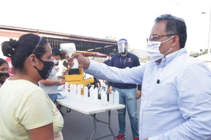 Instala Escobedo filtros sanitarios en mercados rodantes; buscan evitar más contagios
