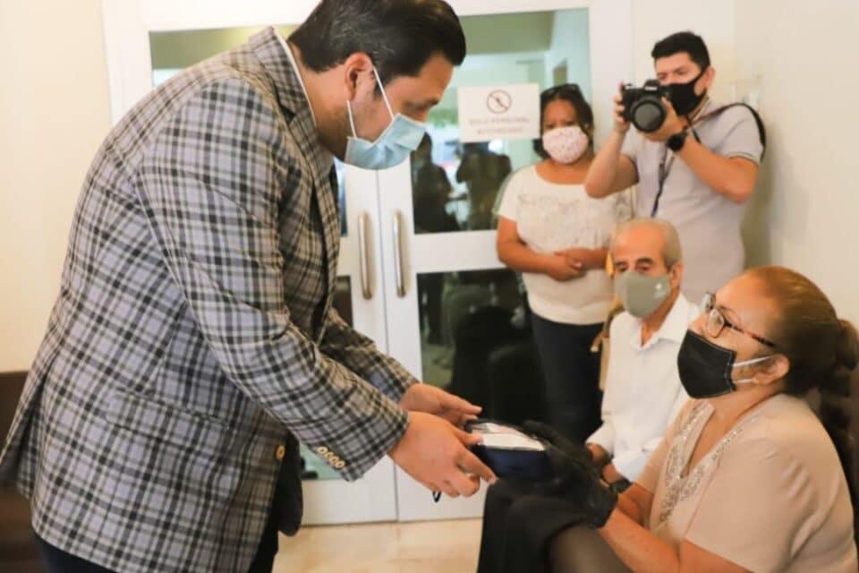 Ofrece Tomás Montoya cirugías de cataratas gratuitas para adultos mayores