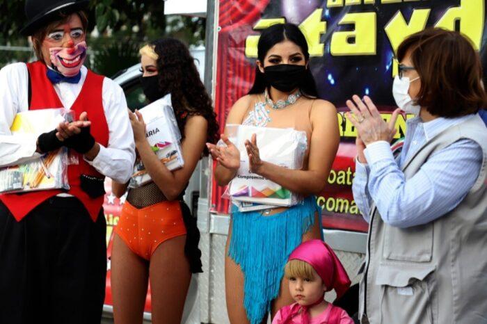 Suman colecta vecinos y Cristina Díaz en apoyo al Circo Aurelio Atayde