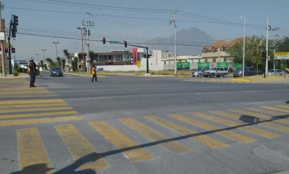 Instala Monterrey semaforización inteligente en Puerta de Hierro y Cumbres Madeira