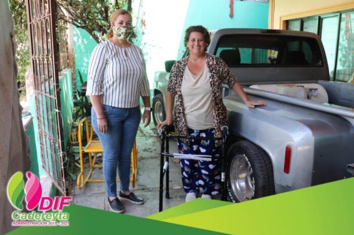 Continúa DIF Cadereyta entregando aparatos de movilidad