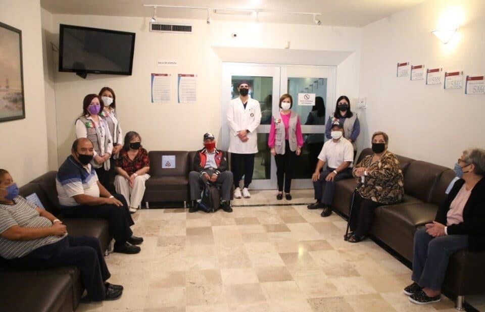 Apoya voluntariado de DIF Guadalupe con 100 cirugías de cataratas