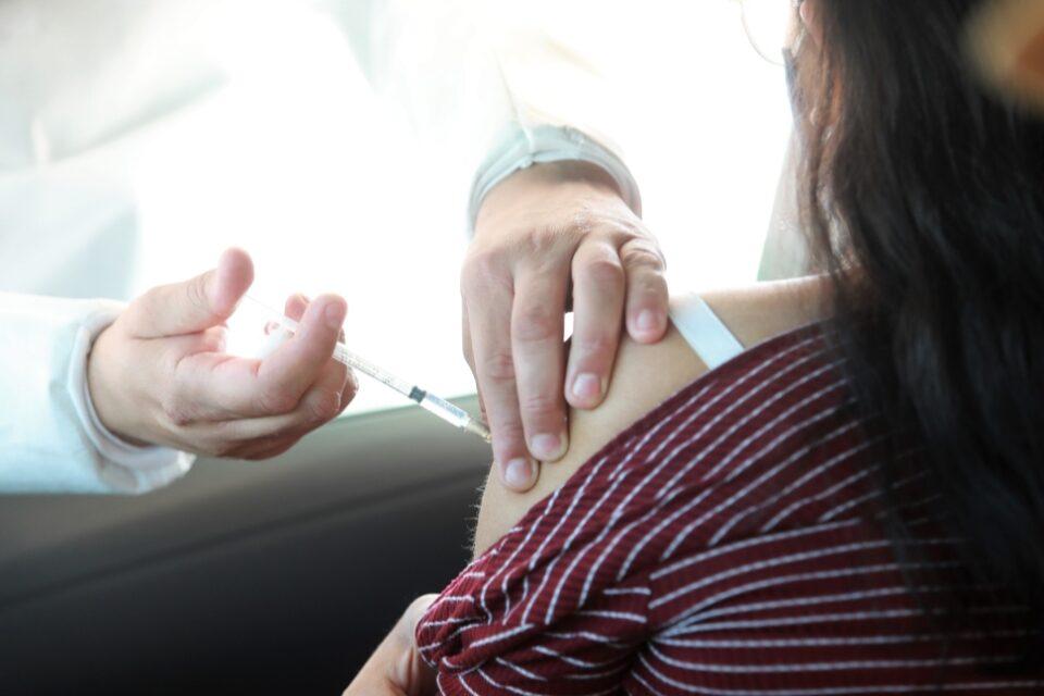 Arranca Escobedo con Drive Thru vacunación rápida y segura contra influenza