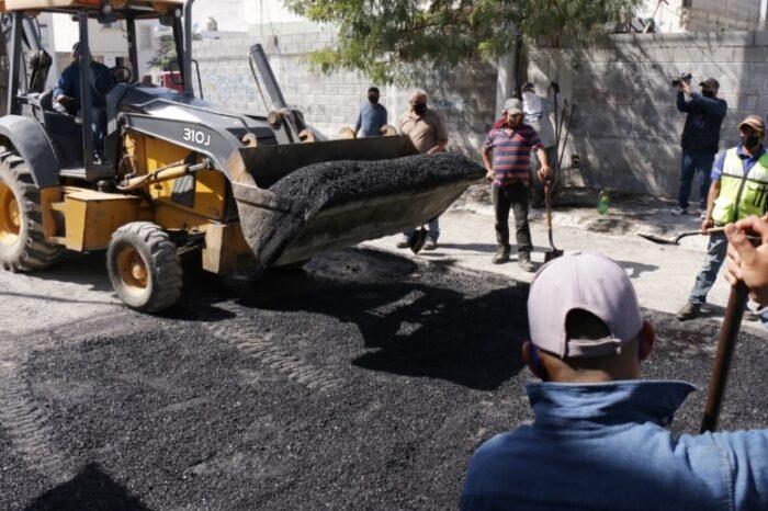 Realiza Juárez trabajos de bacheo en Colonia Los Cometas y Valle del Virrey