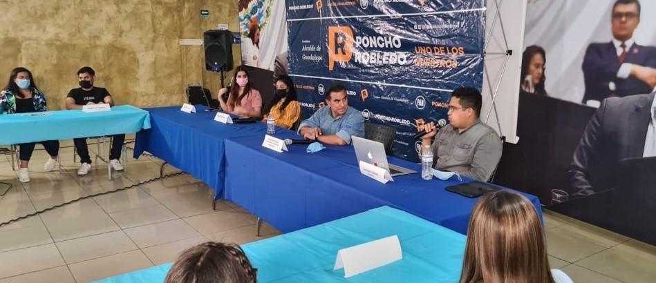 Se reúne Alfonso Robledo con jóvenes de Guadalupe