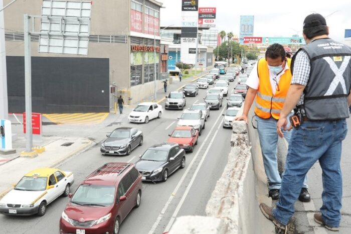Repara Monterrey daño en puente vehicular de Garza Sada