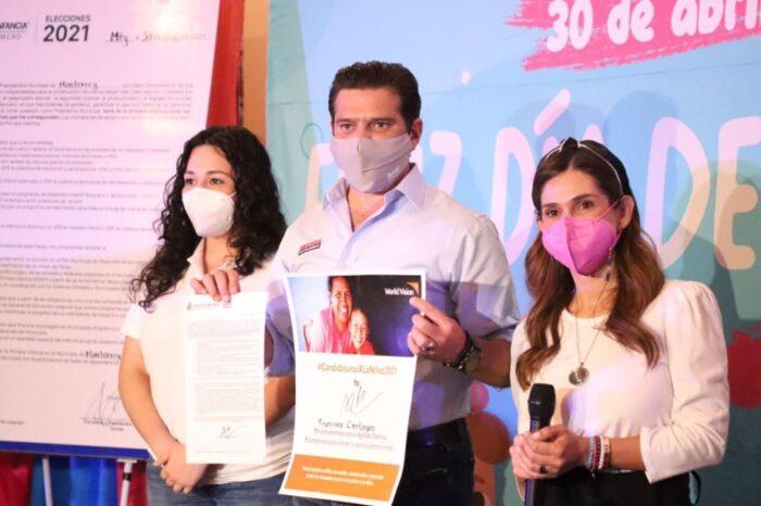 Firma Paco Cienfuegos pacto por la primera infancia  de niños regios