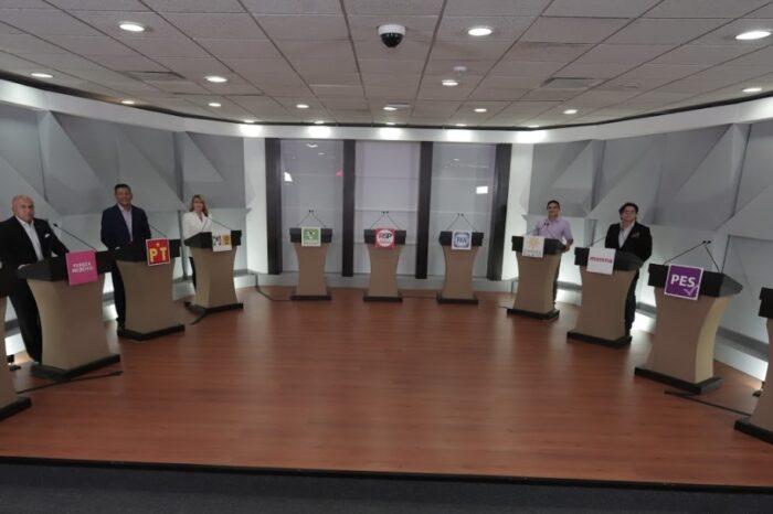 Exponen propuestas candidatas y candidatos al Distrito 12