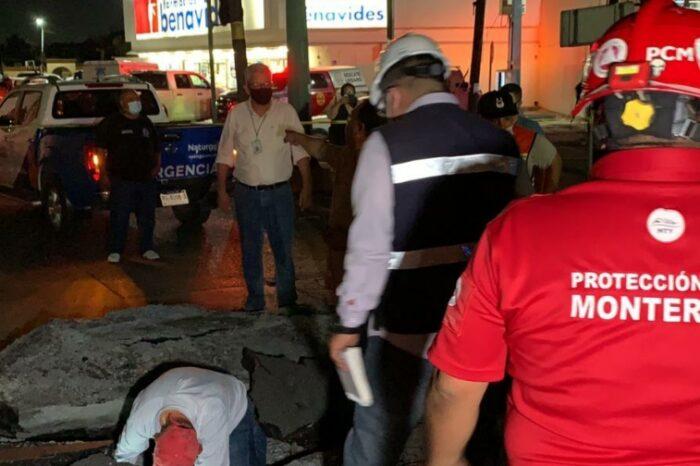 Cierran Garza Sada y Blv. Acapulco por explosión en el subsuelo