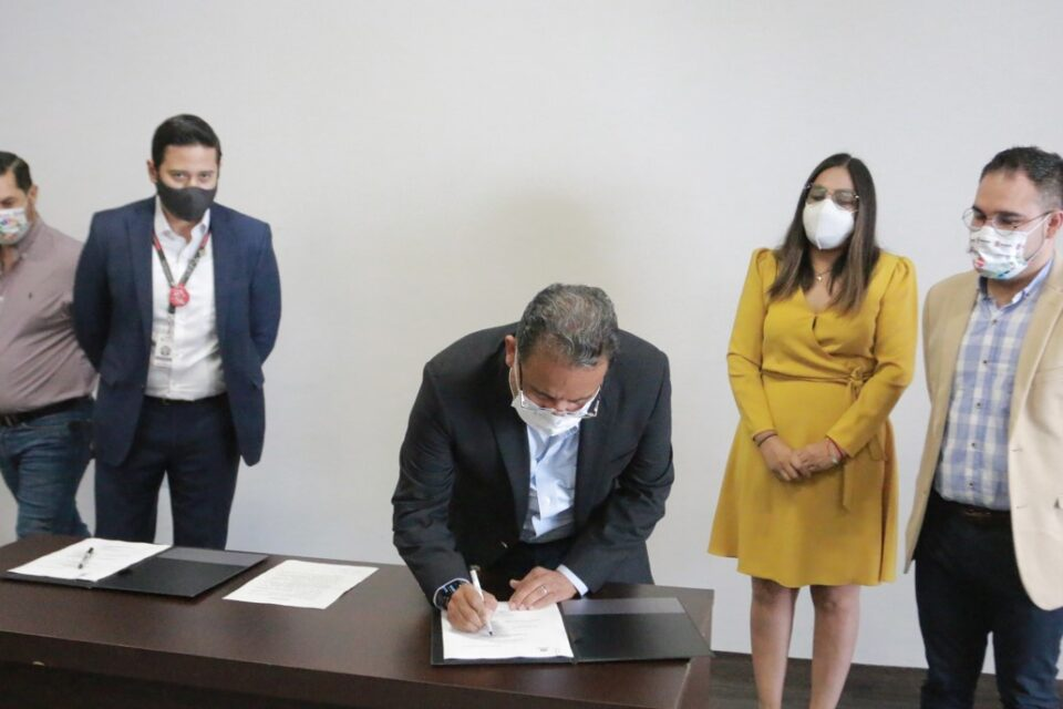FIRMA ESCOBEDO CONVENIO CON UNIVERSIDADES; OTORGARÁ BECAS DE ESTUDIO